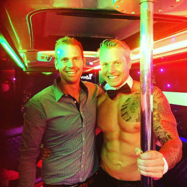 Hens Party Package 1 | De Luxe Limo Bus